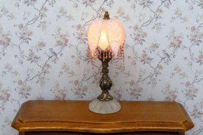 Victoriansk miniature lampe med bronze fod og stofskærm